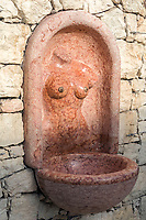 Italien, Suedtirol, Meran: Schloss Trautmannsdorf, erotischer Wasserspender im Park   Italy, South Tyrol (Alto Adige-Trentino), Merano: Castle Trautmannsdorf, erotic fountain in the Park