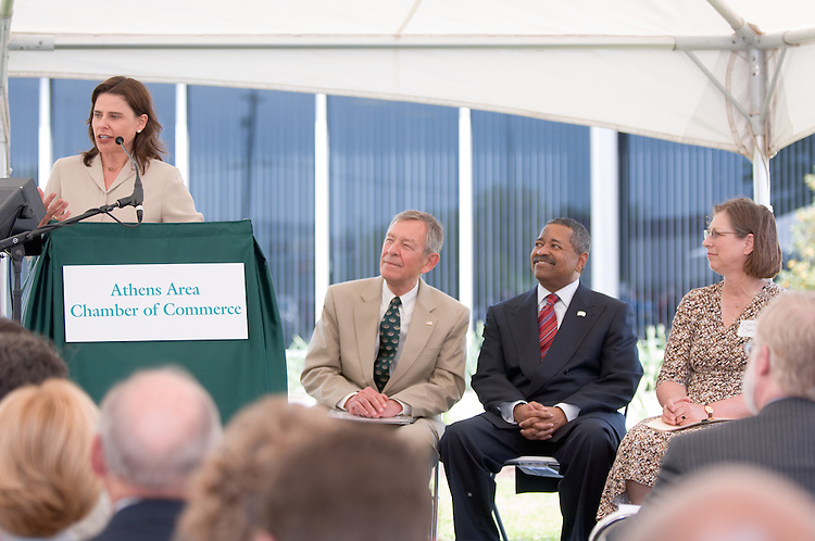 18210McBee Building Community Celebration: Diagnostic Hybrids: Graduation Ceremony & Lease signing..Federal Co-Chair, Anne Pope,.US Senator, George Voinovich, President Dr. McDavis & Linda Clark,Director, Ohio University