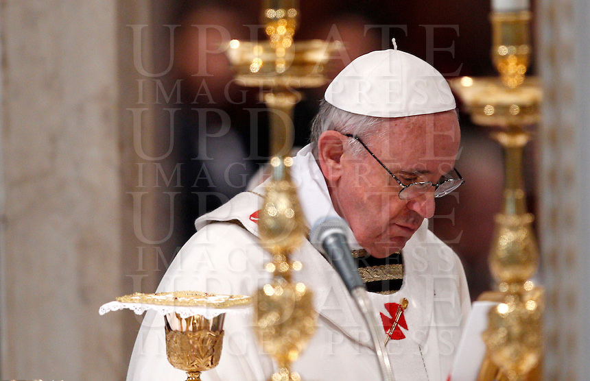 Papa Francesco celebra la messa per la presa di possesso della Cattedra Romana alla Basilica Papale di San Giovanni in Laterano, Roma, 7 aprile 2013..Pope Francis celebrates his installation Mass at St. John Lateran Basilica, Rome, 7 April 2013..UPDATE IMAGES PRESS/Riccardo De Luca..STRICTLY ONLY FOR EDITORIAL USE