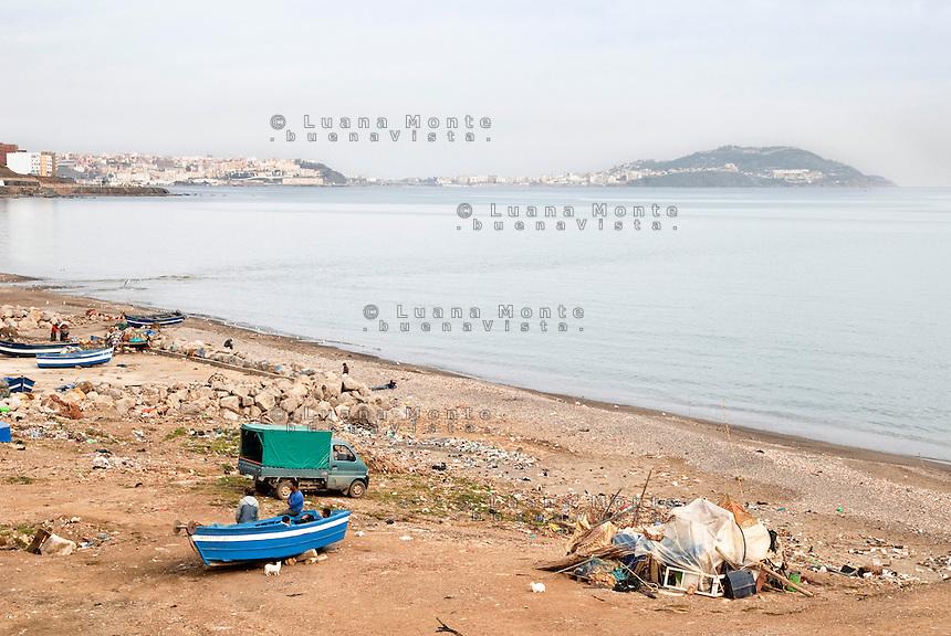 L'enclave spagnola di Ceuta vista dalla spiaggia della citt&radic;&dagger; marocchina di Fnideq. Fnideq, 8 febbraio, 2010<br /> <br /> View of Ceuta, spanish enclave, from the beach of moroccan town Fnideq. Fnideq, February 8, 2010