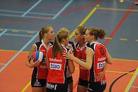 VOLLEYBAL: GRONINGEN: Topsportcentrum Alfacollege, 27-10-2012, Eredivisie Dames, Eindstand 1-3, speelsters VC Sneek peppen elkaar op tijdens de 4e set, Monique Volkers (#12), Nynke Oud (#5), Ellen van Wijnen (#2), Fenna Zeinstra (#3), Klaske Sikkes (#10), ©foto Martin de Jong