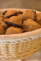 Europe/France/Provence-Alpes-Cote d'Azur/Vaucluse/Gordes: les Pastelous de David Tamisier boulangerie -patisserie Le Fournil du Château, rte de Neuve