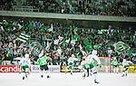 Stockholm 2015-03-14 Bandy SM-final herrar Sandvikens AIK - V&auml;ster&aring;s SK :  <br /> V&auml;ster&aring;s spelare jublar framf&ouml;r V&auml;ster&aring;s supportrar efter matchen mellan Sandvikens AIK och V&auml;ster&aring;s SK <br /> (Foto: Kenta J&ouml;nsson) Nyckelord:  SM SM-final final Bandyfinal Bandyfinalen herr herrar VSK V&auml;ster&aring;s SAIK Sandviken jubel gl&auml;dje lycka glad happy supporter fans publik supporters