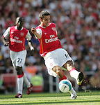 Arsenal's Robin van Persie shoots..Pic SPORTIMAGE/David Klein..Pre-Season Friendly..Arsenal v Internazionale..29th July, 2007..--------------------..Sportimage +44 7980659747..admin@sportimage.co.uk..http://www.sportimage.co.uk/