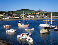 Ireland, County Wicklow, Greystones: view over harbour to Wicklow Mountains and Great Sugar Loaf   Irland, County Wicklow, Greystones: Blick ueber den Hafen zu den Wicklow Mountains und Great Sugar Loaf