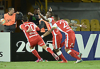 BOGOTÁ-COLOMBIA-20-05-2015. Dairon Mosquera (C) jugador de Santa Fe de Colombia celebra el gol anotado a Internacional durante partido de ida entre Independiente Santa Fe de Colombia y Internacional de Porto Alegre, Brasil, por cuartos de final de la Copa Bridgestone Libertadores 2015 jugado en el estadio Nemesio Camacho El Campin de la ciudad de Bogota. / Dairon Mosquera player of Santa Fe celebrates goal scored to Internacional during the first leg match between Independiente Santa Fe of Colombia and Internacional of Porto Alegre, Brazil, for the final quarters of the Copa Bridgestone Libertadores 2015 played at Nemesio Camacho El Campin stadium in Bogota city.  Photo: VizzorImage/ Gabriel Aponte /Staff