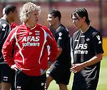 Nederland, Alkmaar, 26 juni 2012.Gertjan Verbeek, trainer-coach van AZ, in gesprek met Steven Berghuis, nieuwe aankoop van AZ
