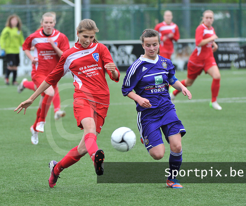 AA Gent Ladies U16 - RSC Anderlecht : Marie Minnaert in duel met Noa Galle (r).foto DAVID CATRY / Nikonpro.be