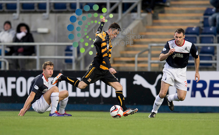 Kevin Cawley of Alloa  shoots for goal during the Scottish Championship match between Falkirk and Alloa at The Falkirk Stadium, Falkirk. 28 December 2013. Picture by Ian Sneddon / Universal News and Sport (Scotland). All pictures must be credited to www.universalnewsandsport.com. (Office) 0844 884 51 22.