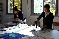 IIstituto Statale d'Arte e Liceo Artistico Roma 2.Esercitazione didattica degli studenti della sezione di serigrafia..State Institute of Art and Art School Roma. Tutorial teaching of students in the section of silk-screen printing..