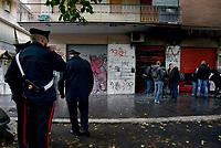 """Roma, 9 Novembre 2019<br /> Baraka Bistrot, Carabinieri<br /> Il Baraka Bistrot in Via dei Ciclamini nel quartiere Centocelle, è stato distrutto da un incendio doloso nella notte del 9 Novembre, a pochi metri della libreria caffè Pecora Elettrica incendiata per la seconda volta il 6 Novembre e la Pizzeria """" Pinseria Romana"""" incendiata lo scorso mese.<br /> Dai primi accertamenti l'atto potrebbe essere doloso: la serranda è stata divelta e ci sono tracce di liquido infiammabile. Sul posto polizia e carabinieri. Con questo sono quattro i locali andati a fuoco nel quartiere di Centocelle in pochi mesi.La situazione sta diventando drammatica e gli esercenti vivono nel terrore"""