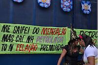 BRASÍLIA, DF, 15.02.2015 – CARNAVAL 2015 – BLOCOS DE RUA – PACOTÃO – Tradicional Bloco de Rua de Brasília, O Pacotão, que faz críticas à política durante o carnaval em Brasília, na tarde deste domingo, 15. (Foto: Ricardo Botelho / Brazil Photo Press)