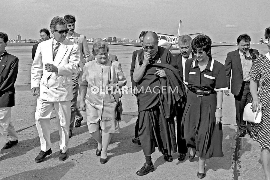 Pessoa. Personalidade. Dalai Lama com a prefeita Luiza Erundina e atriz Ruth Escobar. SP. 1992. Foto de Juca Martins.