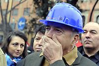 Roma, 3 Marzo 2012.Manifestazione dei lavoratori del settore edile e delle costruzioni contro la crisi economica e le morti sul lavoro..Cgil Cisl Uil.Il segretario generale della Uil Luigi Angeletti