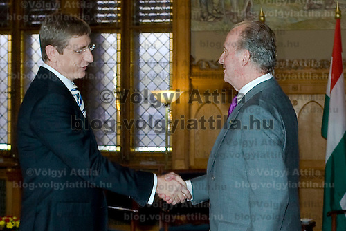 Ferenc Gyurcsany (L), Hungarian prime minister meets Spanish king I. Juan Carlos (R) in the Parliament, Budapest, Hungary. Wednesday, 30. May 2007. ATTILA VOLGYI