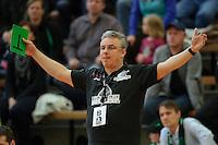 Trainer Dirk Leun (BSV) verfolgt das Spiel