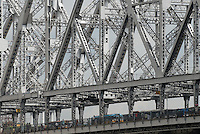 "Asien Suedasien Indien Westbengalen Megacity Kalkutta, Howrah Bruecke ueber den Fluss Hooghli  - Architektur Bruecken Verkehr xagndaz | .South asia India Westbengal Calcutta Kolkatta, Howrah bridge and Hooghli river  - Megacities traffic transport .| [ copyright (c) Joerg Boethling / agenda , Veroeffentlichung nur gegen Honorar und Belegexemplar an / publication only with royalties and copy to:  agenda PG   Rothestr. 66   Germany D-22765 Hamburg   ph. ++49 40 391 907 14   e-mail: boethling@agenda-fototext.de   www.agenda-fototext.de   Bank: Hamburger Sparkasse  BLZ 200 505 50  Kto. 1281 120 178   IBAN: DE96 2005 0550 1281 1201 78   BIC: ""HASPDEHH"" ,  WEITERE MOTIVE ZU DIESEM THEMA SIND VORHANDEN!! MORE PICTURES ON THIS SUBJECT AVAILABLE!!  ] [#0,26,121#]"