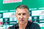11.08.2019, wohninvest Weserstadion, Bremen, GER, Neuzugang Ömer / Oemer Toprak (Neuzugang Werder Bremen #21)<br /> <br /> im Bild<br /> <br /> Ömer / Oemer Toprak (Neuzugang Werder Bremen #21) <br /> <br /> Frank Baumann (Geschäftsführer Fußball Werder Bremen)<br /> <br /> Foto © nordphoto / Ewert