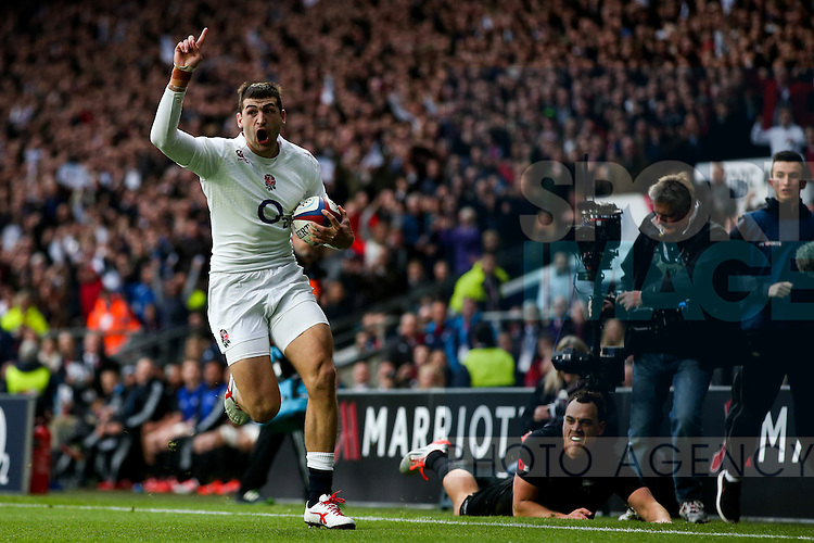 England's Jonny May scoring his side's 1st try - QBE Autumn Internationals - England vs New Zealand - Twickenham Stadium - London - 08/11/2014 - Pic Charlie Forgham-Bailey/Sportimage