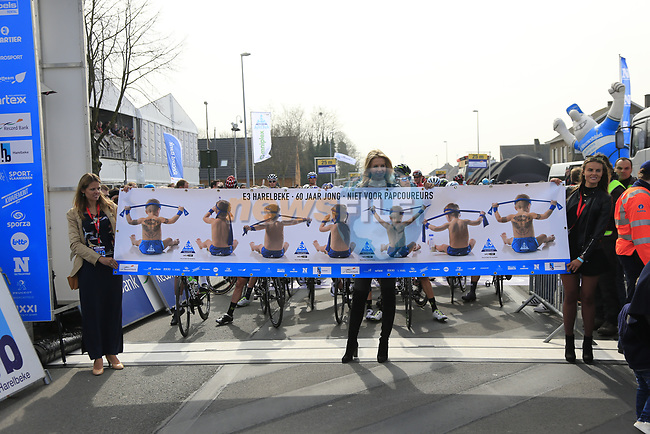 The start line of the 60th edition of the Record Bank E3 Harelbeke 2017, Flanders, Belgium. 24th March 2017.<br /> Picture: Eoin Clarke | Cyclefile<br /> <br /> <br /> All photos usage must carry mandatory copyright credit (&copy; Cyclefile | Eoin Clarke)