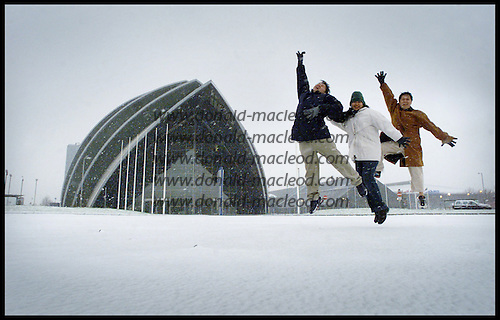 Snow Snow Glorious snow... Catalino Linogao (left), Cherry Linogao, and Froilan Guanzon - all from Manilla, Phillipines - get their first ever snowfall, and loved the experience at the Clyde Auditorium, Glasgow .... picture by Donald MacLeod 23.1.02