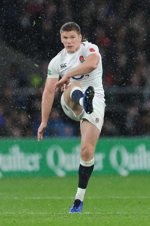 Owen Farrell (cc) of England watches his drop kick during the Quilter International match between England and New Zealand at Twickenham Stadium on Saturday 10th November 2018 (Photo by Rob Munro/Stewart Communications)