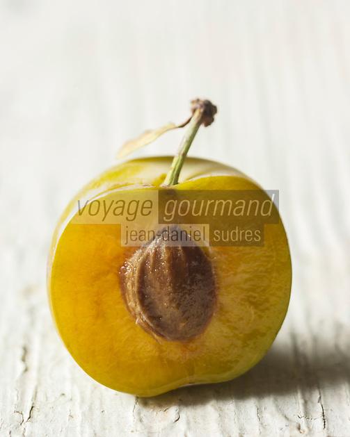 Gastronomie générale, Prune Reine-claude -  Stylisme : Valérie LHOMME // Gastronomy, Greengages, also known as the Reine Claudes, - Stylisme : Valérie LHOMME