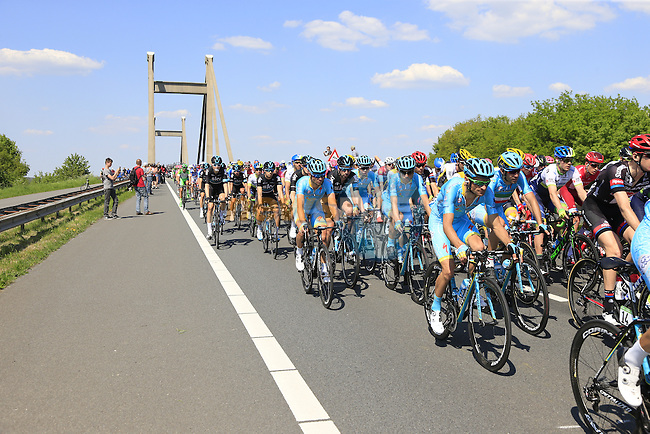 The peloton, including Michele Scarponi and Vincenzo Nibali (ITA) Astana, cross Prince Willem Alexander Bridge over the River Waal during Stage 2 of the 2016 Giro d'Italia running 190km from Arnhem to Nijmegen, The Nethrerlands. 7th May 2016.<br /> Picture: Eoin Clarke | Newsfile<br /> <br /> <br /> All photos usage must carry mandatory copyright credit (&copy; Newsfile | Eoin Clarke)
