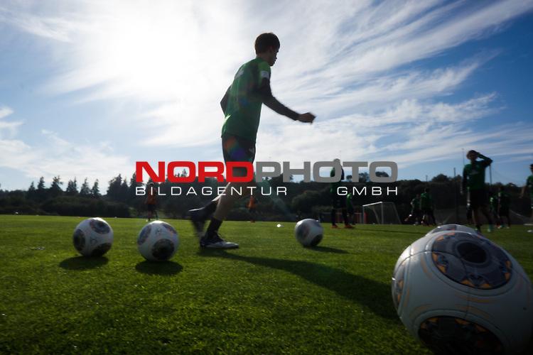 Trainingsgel&auml;nde, Jerez, ESP, 1.FBL, Trainingslager Werder Bremen 2014,  09.01.2014, <br /> Feature Training <br /> Trainingsb&auml;lle und Werder Spieler<br /> <br /> Julian von Haacke (Bremen #38)<br /> <br /> Foto &copy; nordphoto/ Kokenge