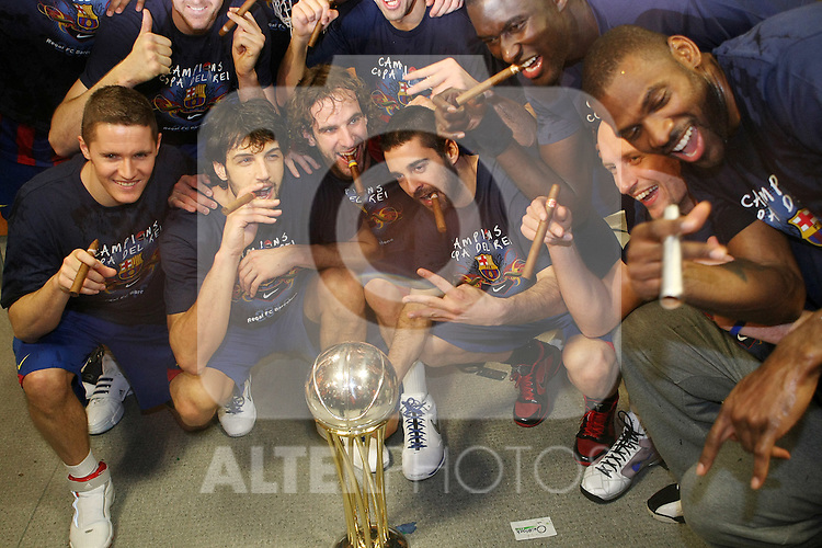 FC Barcelona's Jaka Lakovic, Gianluca Basile, Roger Grimau, Juan Carlos Navarro, Boniface N'Dong, Lubos Barton and Pete Mickeal celebrate the victory after Spanish Basketball King's Cup Final match.(ALTERPHOTOS/Acero)