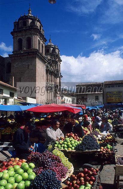 Amérique/Amérique du Sud/Pérou/Cuzco : Marché et église San Pedro