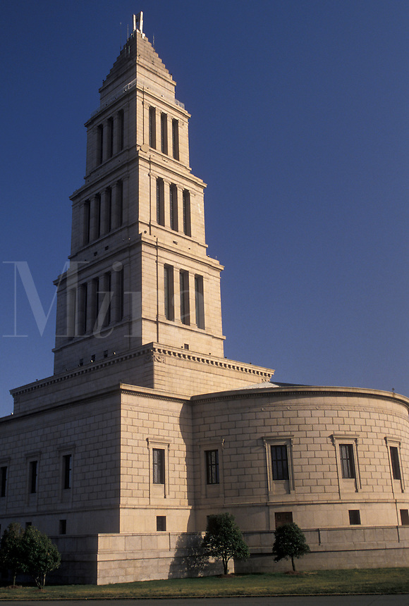 AJ3322, Virginia, Alexandria, The George Washington Masonic National Memorial in Alexandria in the state of Virginia. 333-foot-tall landmark modeled after the ancient lighthouse at Alexandria, Egypt.