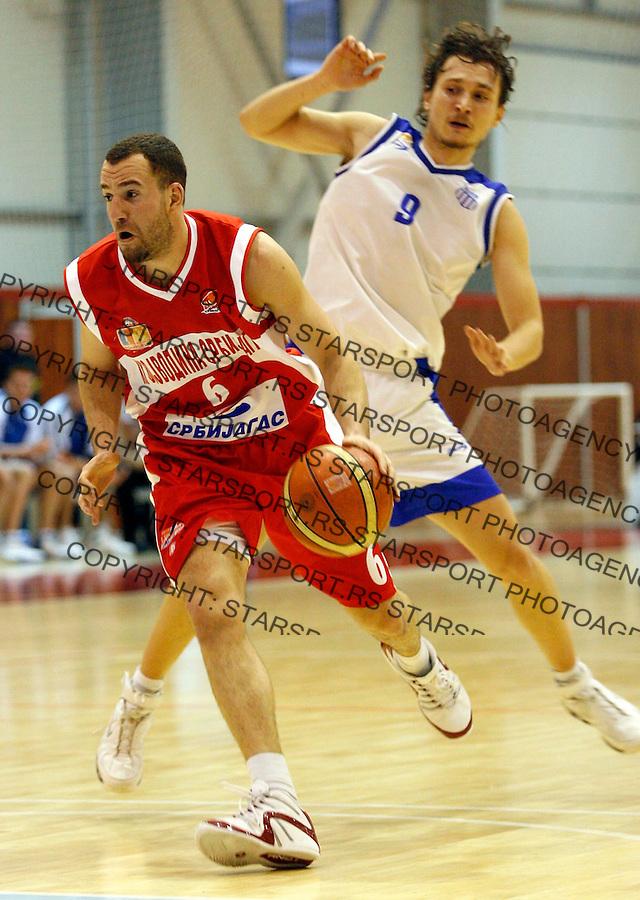 Kosarka, Sinalco liga, season 2006/07OKK Beograd Vs. VojvodinaIstvan Nemeth, left, and Atanackovic StefanBeograd, 03.02..2007.FOTO: Srdjan Stevanovic