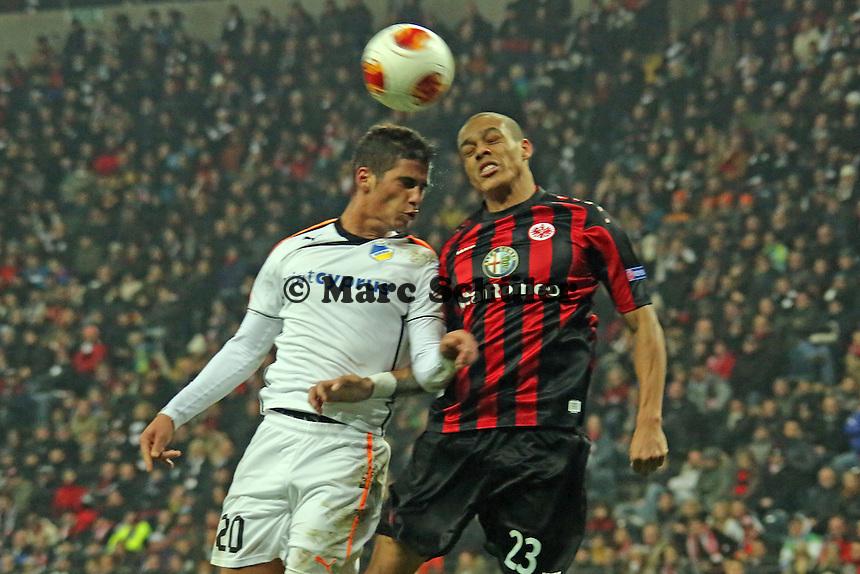 Bamba Anderson (Eintracht) gegen Pietros Sortiriou (Nikosia) - Eintracht Frankfurt vs. APOEL Nikosia, Commerzbank Arena, Europa League Gruppenphase