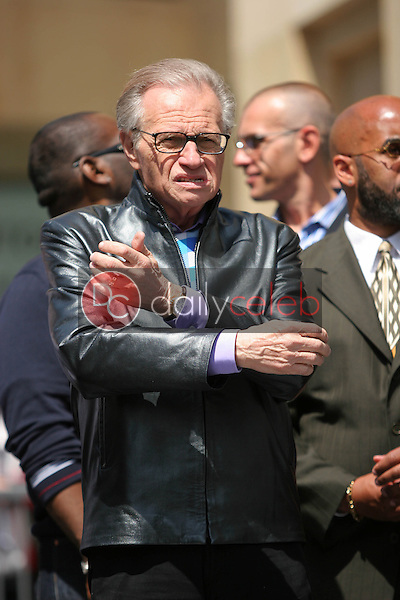 Larry King<br /> at the Ryan Seacrest Honored with a Star on the Hollywood Walk Of Fame, Hollywood Blvd, Hollywood, CA 04-20-05<br /> David Edwards/DailyCeleb.com 818-249-4998