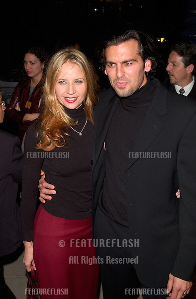 Actor ODED FEHR & fiancée producer RHONDA TOLLEFSON at the Los Angeles premiere of her new movie Finding Forrester..01DEC2000.  © Paul Smith / Featureflash