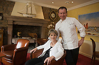 Europe/France/Bretagne/22/Côtes d'Armor/Perros-Guirec: Daniel Jaguin et son épouse dans leur Restaurant: La Clarté