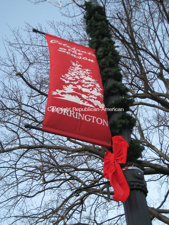 TORRINGTON, CT - 111908MO01 - 19 November 2008 - The red bows adorning city light posts along Main and Water Streets this year were donated by Carl Muller, the owner of Carl's TruValue hardware store. Gary Gentile Republican-American