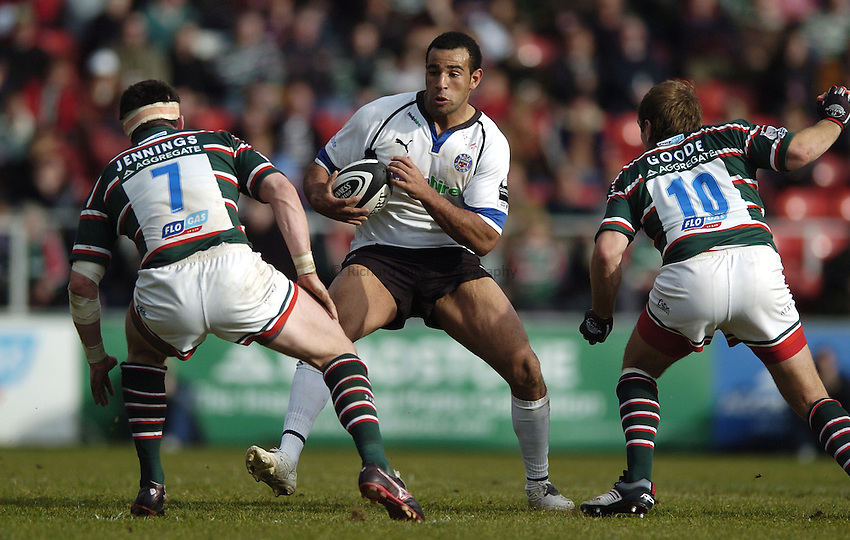 Photo: Jonathan Butler..Leicester Tigers v Bath Rugby. Guinness Premiership. 17/03/2007..Chev Walker of Bath finds a gap between Shane Jennings and Andy Goode of Leicester.