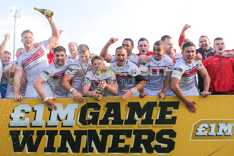 Picture by Alex Whitehead/SWpix.com - 03/10/2015 - Rugby League - First Utility Super League Million Pound Game - Wakefield Trinity Wildcats v Bradford Bulls - Rapid Solicitors Stadium, Wakefield, England - Wakefield celebrate the win.