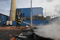 SAO PAULO, SP, 30/12/2013, MANIFESTACAO ALBERGUE. Os usuarios do albergue municipal situado a Rua Pedro Vicente no bairro do Caninde, fizeram uma manifestacao na manha dessa segunda-feira (30). Eles reclamam da falta de manutencao, falta de comida do albergue, alem da falta de agua. LUIZ GUARNIERI/BRAZIL PHOTO PRESS.