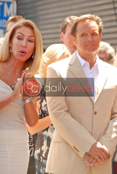 Linda Thompson and Mark Burnett<br /> at the Hollywood Walk of Fame induction ceremoney for Mark Burnette, Hollywood, CA 07-08-09<br /> David Edwards/Dailyceleb.com 818-249-4998