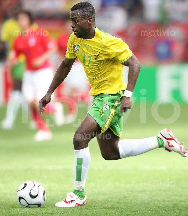 Fussball WM 2006  Gruppenspiel  Vorrunde  Nationalmannschaft Togo Richmond Forson (TOG) am Ball