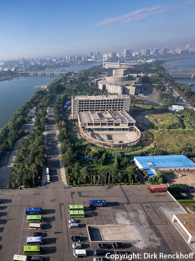 Yanggak-Insel im Taedong-Fluss, Pyongyang, Nordkorea, Asien<br /> Yanggak.island in Taedong river, Pyongyang, North Korea, Asia