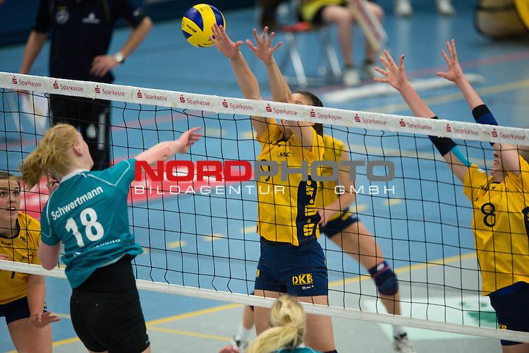 08.12.2013, Halle Berg Fidel, Muenster,  Volleyball, Bundesliga Frauen, USC M&radic;ľnster / Muenster vs. Schweriner SC<br />  <br /> <br /> Angriff Leonie Schwertmann (#18 USC Muenster) - Block / Doppelblock Ivana Isailovic (#9 Schwerin), Jana Franziska Poll (#8 Schwerin)<br /> <br />   Foto &not;&copy; nordphoto / Kurth