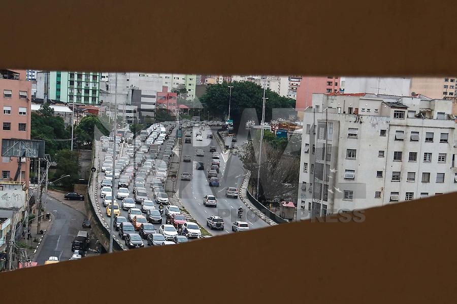 SÃO PAULO,SP, 24.11.2015 - TRÂNSITO-SP - Tráfego intenso de veículos, sentido leste do Viaduto Júlio de Mesquita Filho, no bairro da Bela Vista, região central de São Paulo, nesta terça-feira, 24. (Foto: William Volcov/Brazil Photo Press)
