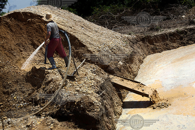 A miner works in a gold mine in Bolivar Department on the banks of the Magdalena River. /Felix Features