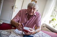 """Erhard Stenzel, Wehrmachtsdeserteur und Kaempfer in der Franzoesischen Resistance im Zweiten Weltkrieg.<br /> Der 91jaehrige Erhard Stenzel ist der letzte noch lebende deutsche Resistance-Kaempfer. Er desertierte am 3. Januar 1943 im Alter von 19 Jahren  im Franzoesischen Rouen und trat der Resistance bei. Er wurde Zeuge des Massaker der SS in  der Stadt Oradour und beteiligte sich an der Jagd auf die SS-Einheiten, welche die Bevoelkerung der Kleinstadt massakriert haben. Im August 1944 war er an der Befreiung von Paris beteiligt.<br /> Im Bild: Stenzel mit seinem Buch """"Ein erfuelltes Leben"""".<br /> 7.6.2016, Falkensee<br /> Copyright: Christian-Ditsch.de<br /> [Inhaltsveraendernde Manipulation des Fotos nur nach ausdruecklicher Genehmigung des Fotografen. Vereinbarungen ueber Abtretung von Persoenlichkeitsrechten/Model Release der abgebildeten Person/Personen liegen nicht vor. NO MODEL RELEASE! Nur fuer Redaktionelle Zwecke. Don't publish without copyright Christian-Ditsch.de, Veroeffentlichung nur mit Fotografennennung, sowie gegen Honorar, MwSt. und Beleg. Konto: I N G - D i B a, IBAN DE58500105175400192269, BIC INGDDEFFXXX, Kontakt: post@christian-ditsch.de<br /> Bei der Bearbeitung der Dateiinformationen darf die Urheberkennzeichnung in den EXIF- und  IPTC-Daten nicht entfernt werden, diese sind in digitalen Medien nach §95c UrhG rechtlich geschuetzt. Der Urhebervermerk wird gemaess §13 UrhG verlangt.]"""