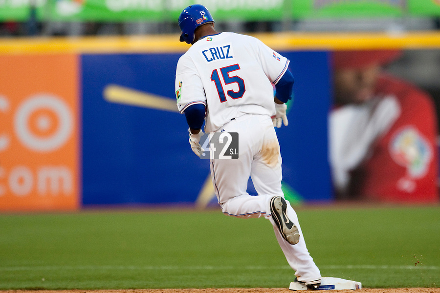 8 March 2009: #15 Nelson Cruz of Dominican Republic runs the bases as he hits an homerun during the 2009 World Baseball Classic Pool D match at Hiram Bithorn Stadium in San Juan, Puerto Rico. Dominican Republic wins 9-0 over Panama.
