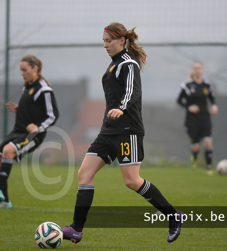 20141126 - TUBIZE , BELGIUM : Belgian Hannelore Van Poppel pictured during the Friendly female soccer match between Women under 19 / 21  teams of  Belgium and Turkey .Wednesday 26th November 2014 . PHOTO DAVID CATRY